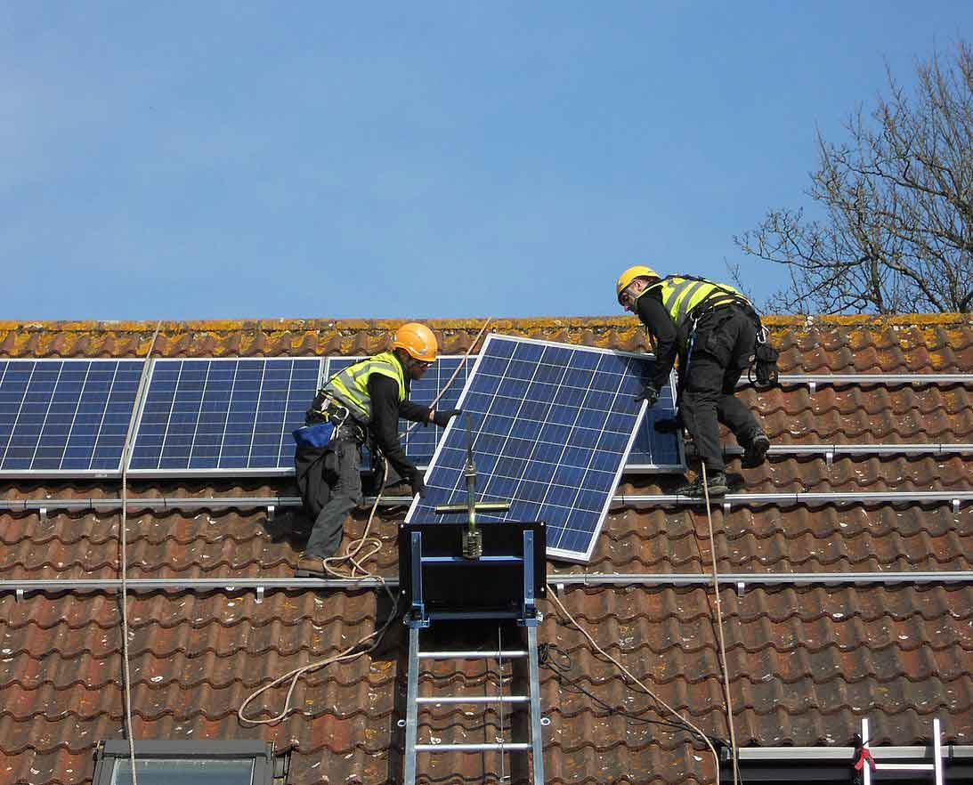 Solar panel installation made easy with GEDA Solarlift