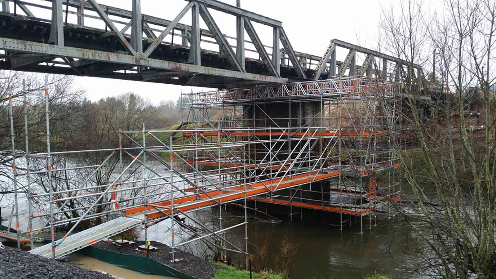 Euro Scaffolds were engaged by Downers to build a suspended scaffold below a rail bridge in Taumarunui.