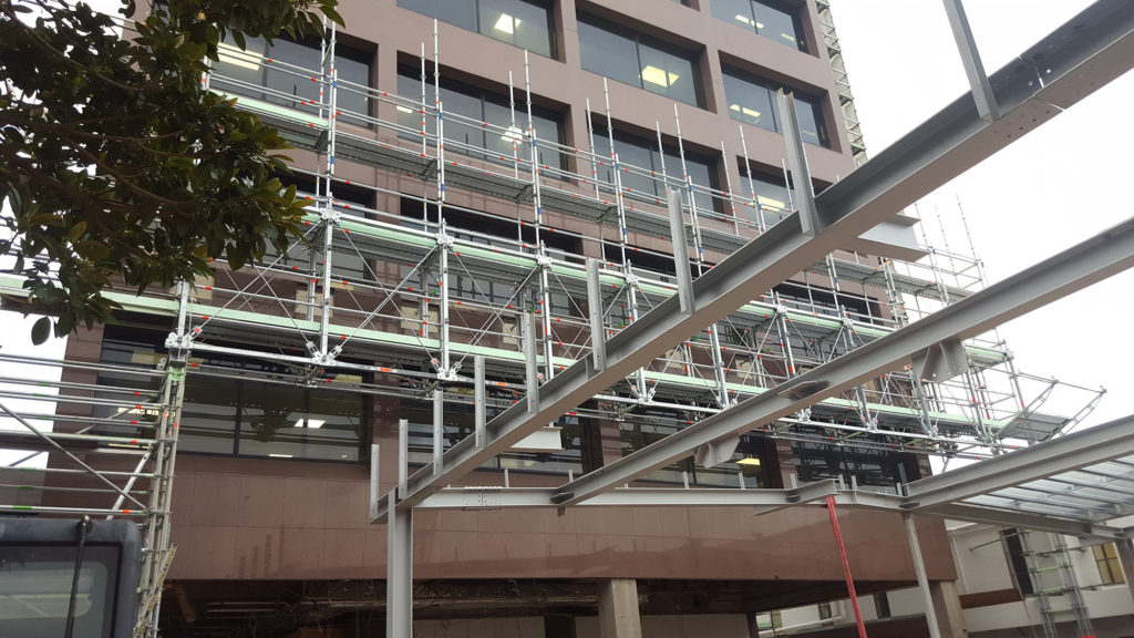 Heavy duty scaffolding columns support the Layher Allround Bridging System