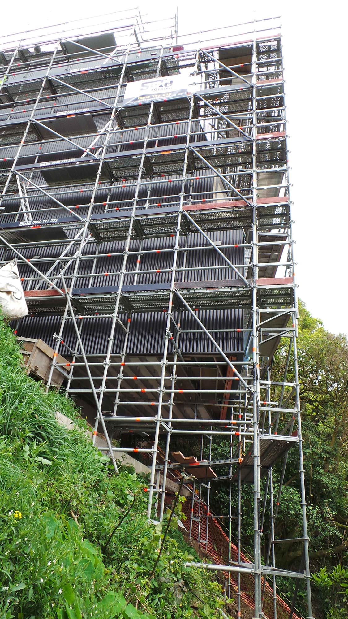 Extreme slope for this Wellington residential scaffold
