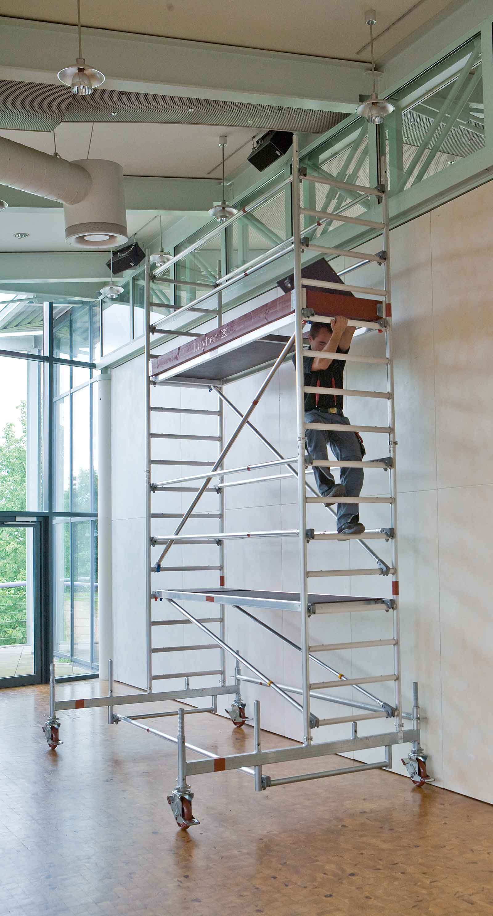 Uni Standard mobile scaffold tower with integrated ladder frame access