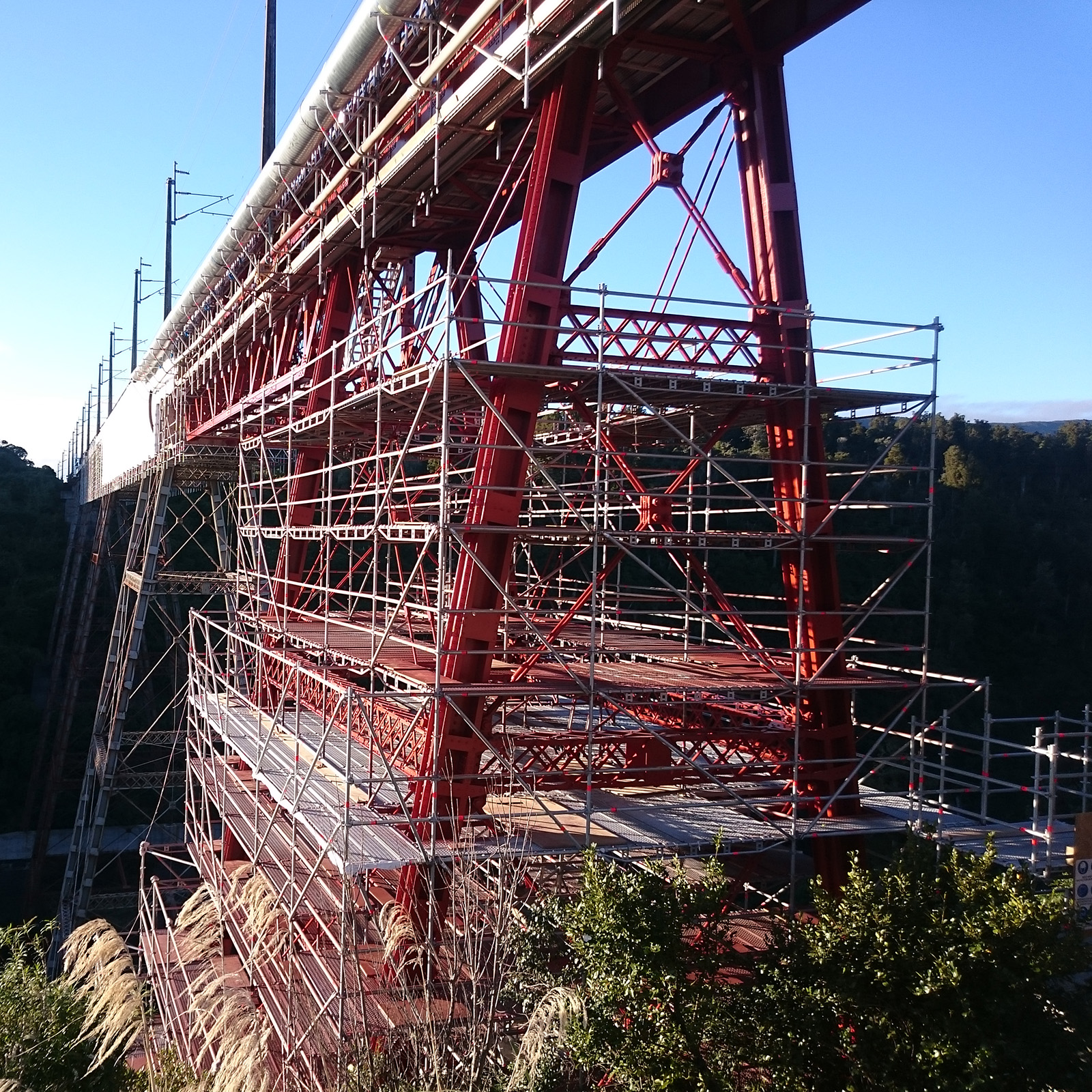A challenging environment for the 200+ tonnes of Layher Scaffolding on the Makatote Viaduct Project